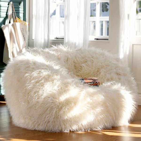 pouf-géant-un-pouf-fourrure-blanc