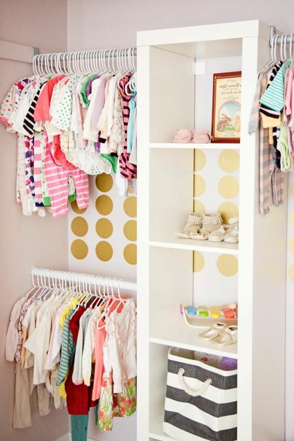 ranger-décorer-garde-robe-couleur-vives