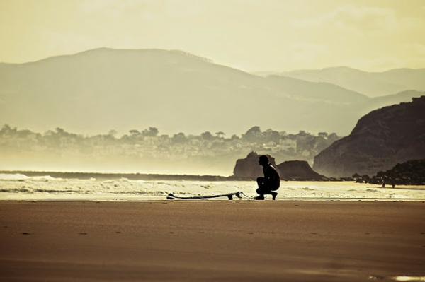 regarder-la-vue-magnifique-de-locéan-Biarritz-surf