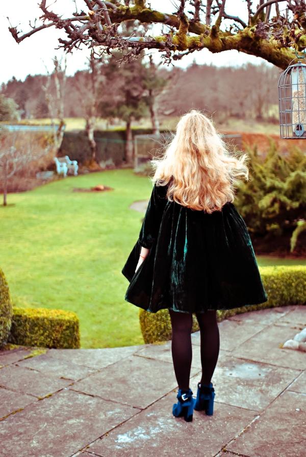 robe-à-l-anglaise-britannique-jolie-tenue-de-jour
