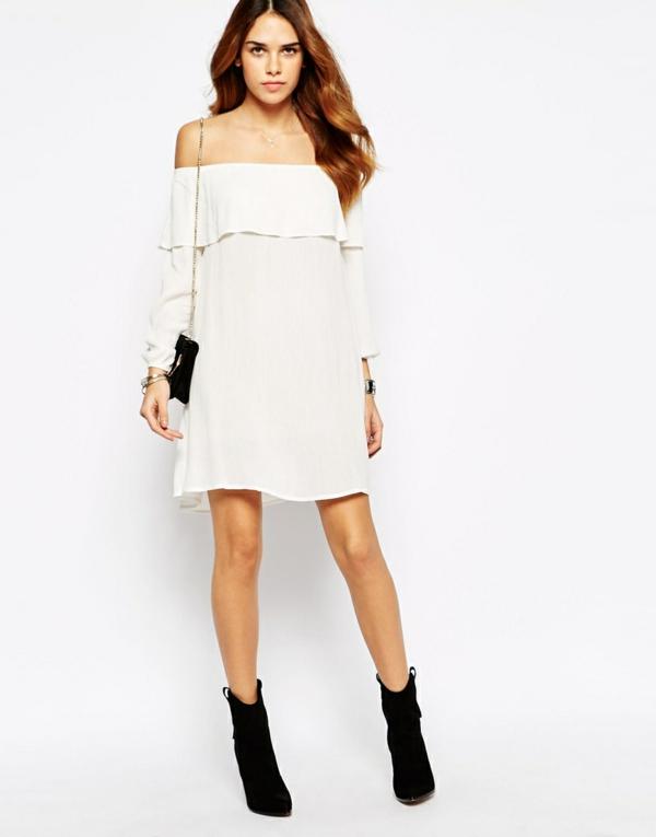 robe-blanche-jolie-féminine-bottes-et-purse-noir