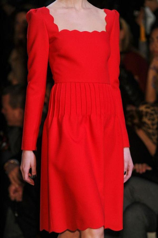 robe-classique-en-rouge-modèle