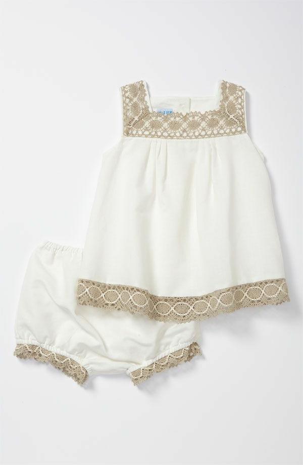 robe-classiques-pour-bébé