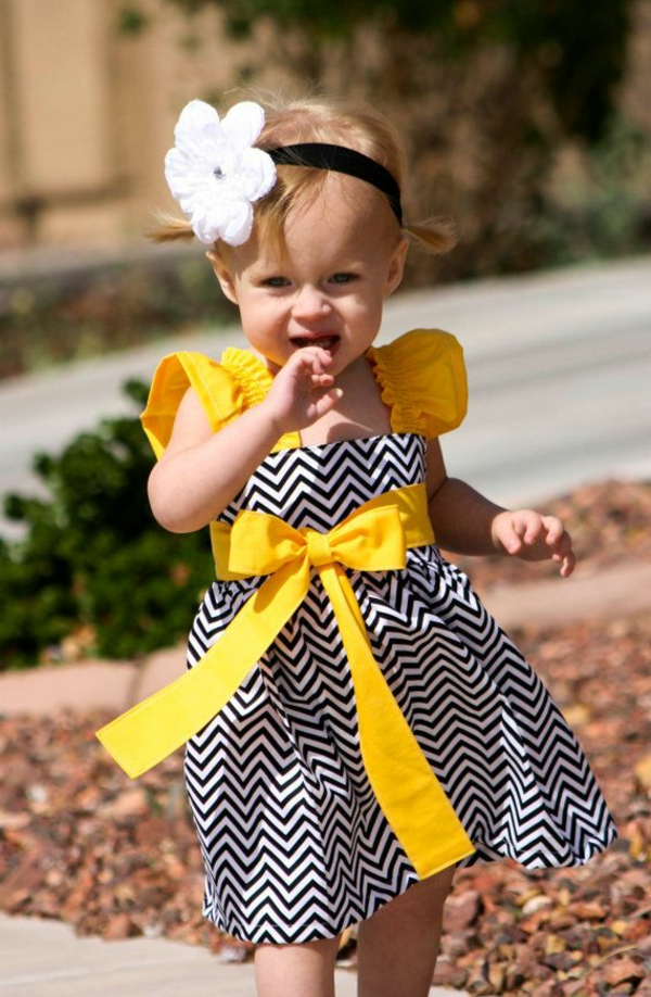 Robe jaune noire et blanche