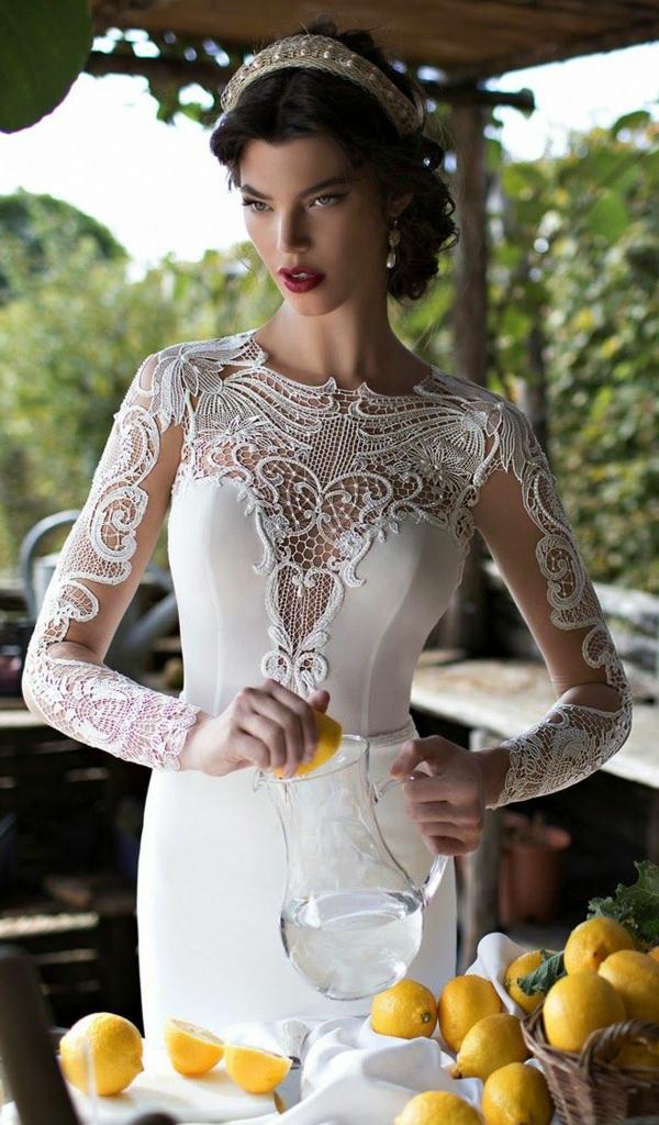 robe-décolleté-moderne-mariage-dentelle