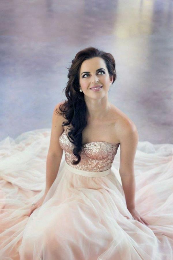 Quelle coiffure avec une robe bustier mariage