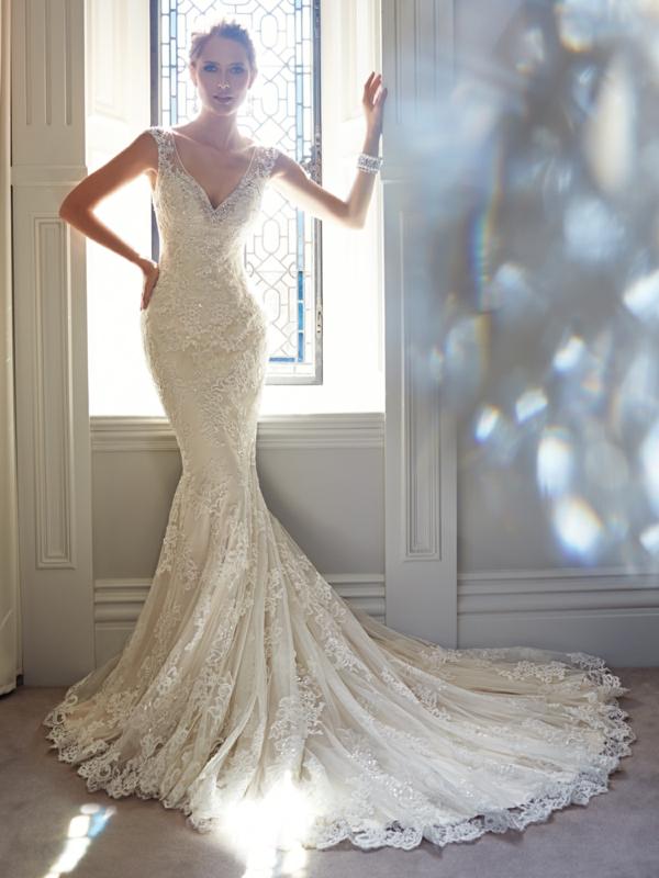 robe-de-mariée-z-longue-dantelle-cristaux