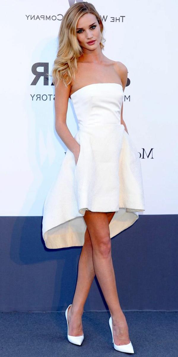 robe-de-soirée-blanche-robe-de-red-carpet-tapis-couge