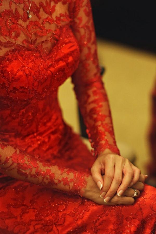 robe-de-soirée-rouge-dentelle
