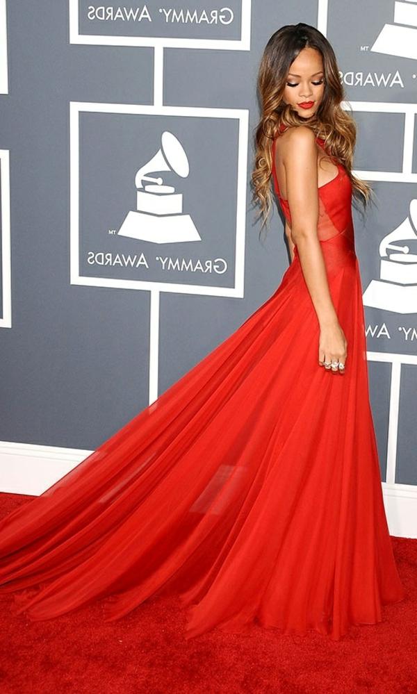 robe-de-soirée-rouge-stars