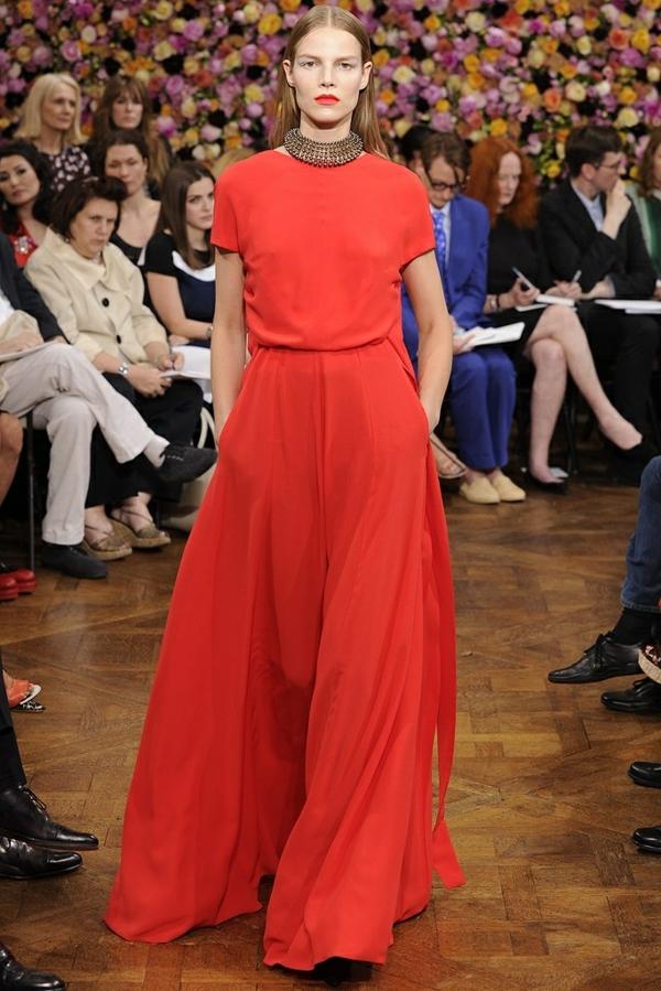 robe-pour-sortir-rouge-ligne-droite