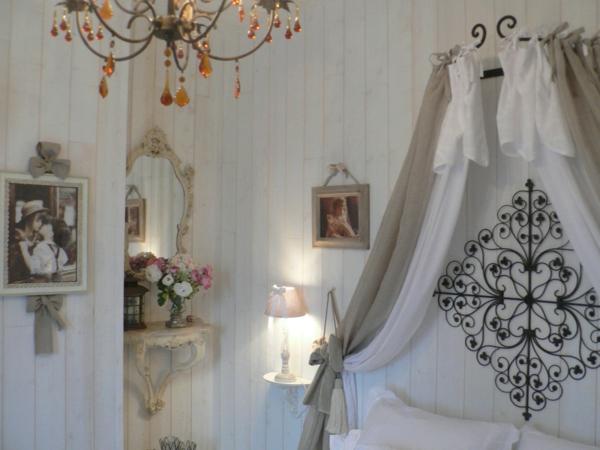 romantique-blanc-et-noir-chambre-fille-couvre-lit