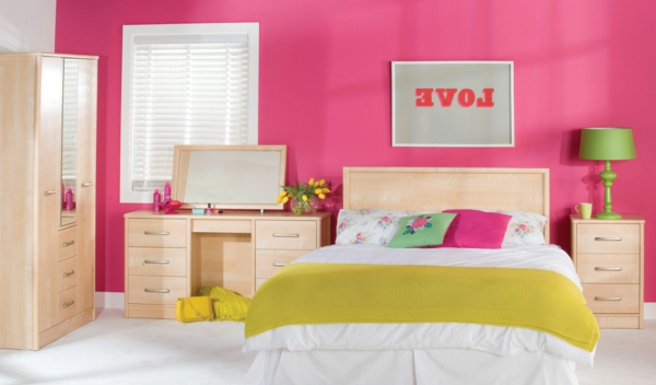 rose-et-vert-lit-coussins-lamp-peinture-printemps-heureuse-couleurs