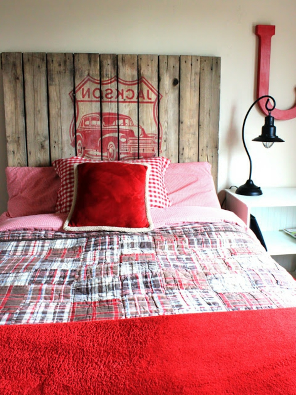 rouge-tête-de-lit-couvre-lit-en-rouge-voiture-coussins-diy