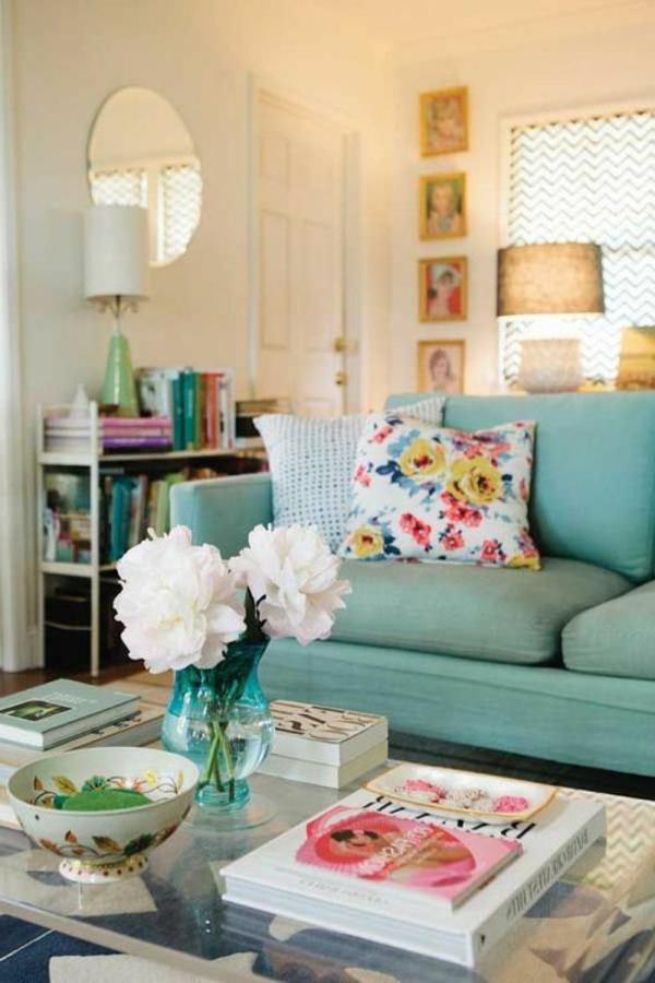 séjour-en-bleu-rose-blanc-sofa-canapé-intérieur