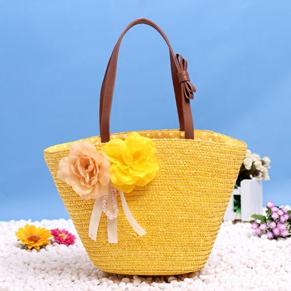 sac-en-paille-coloré-jaune-bandoulière-en-cuir-des-fleurs-décoratifs