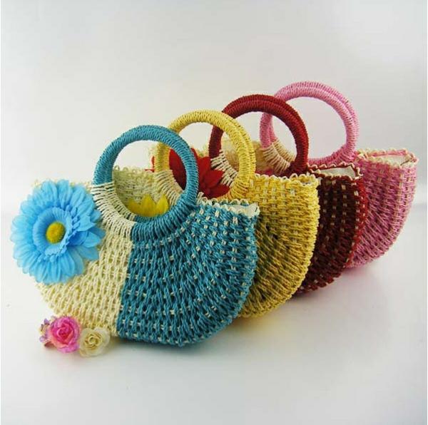 sac-en-paille-des-sacs-bicolores-magnifiques