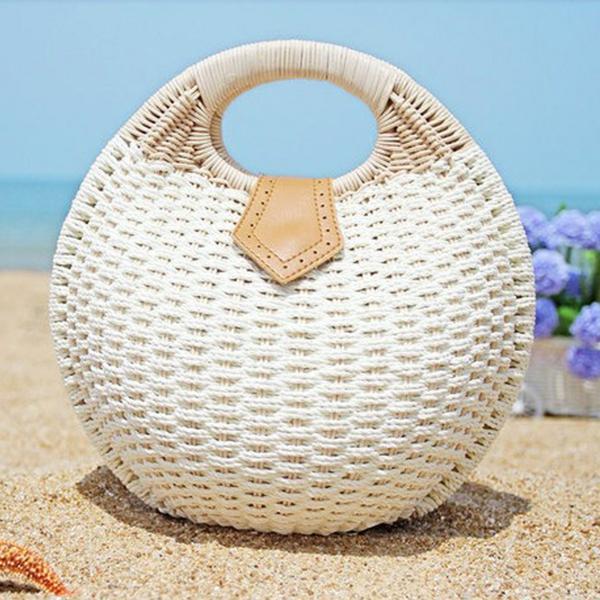 sac-en-paille-design-rond-et-compact-en-blanc