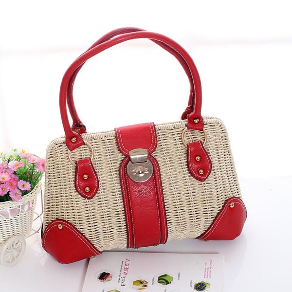 sac-en-paille-design-rustique-et-beau-avec-du-cuir-rouge