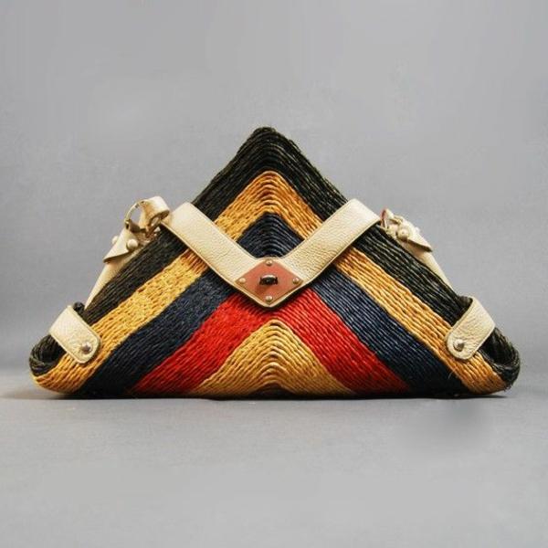 sac-en-paille-modèle-en-forme-triangulaire