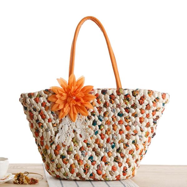 sac-en-paille-un-sac-à-épaule-une-fleur-orange