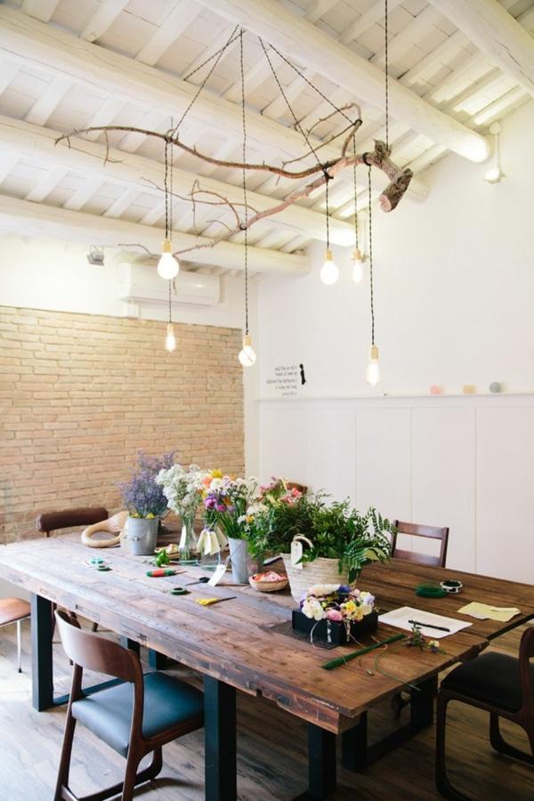 salle-à-manger-grande-table-déco-salle-de-séjour-fleurs