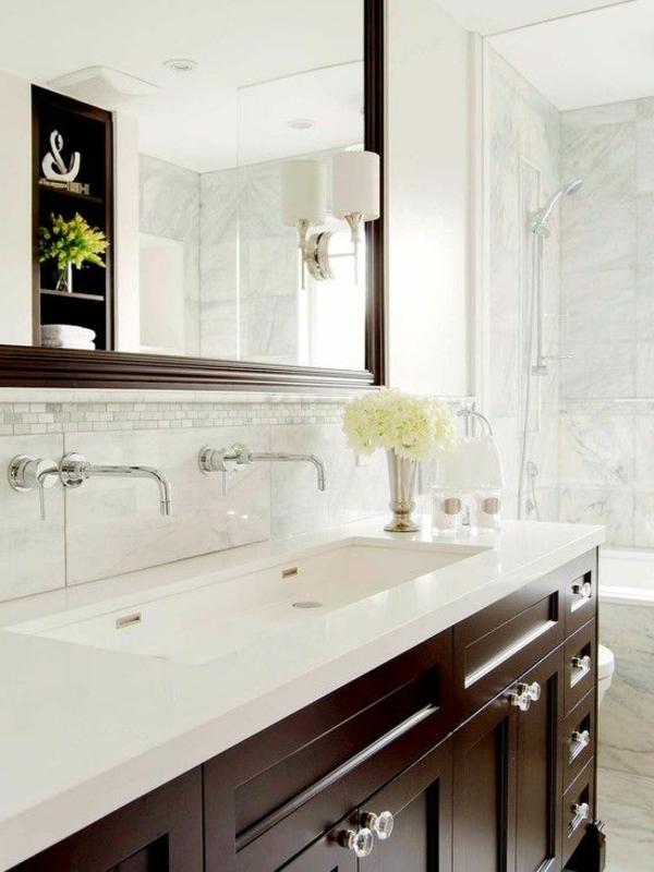 salle-de-bain-clair-lumineuse-fleurs-robinet-sans-toucher