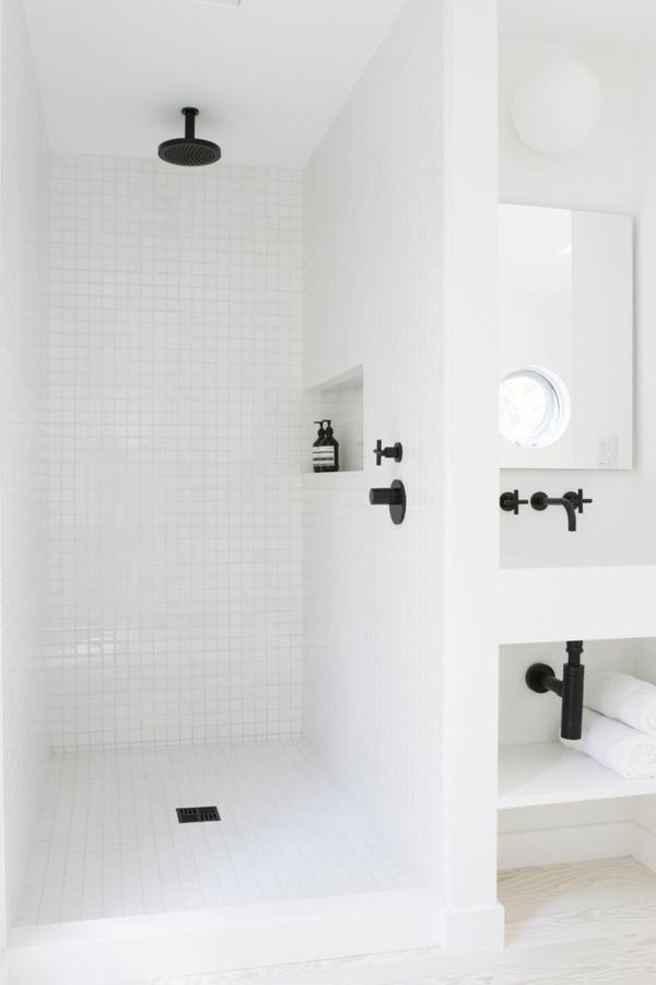 Robinet infrarouge 56 id es cr atives pour la salle de bain for Robinetterie noire salle de bain