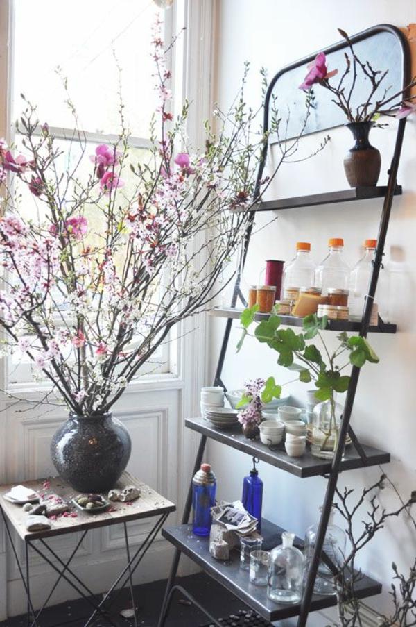 salle-de-bain-fleurs-escabeau-échelle