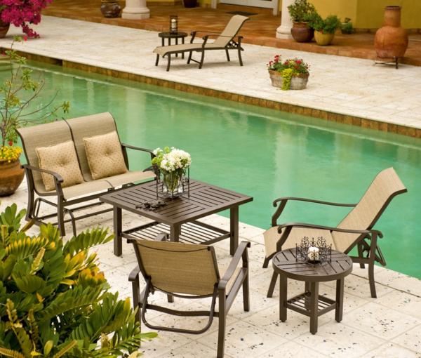 salon-de-jardin-en-aluminium-chaises-et-chaises-longues