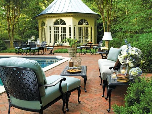 salon-de-jardin-en-aluminium-grandes-chaises-commdodes