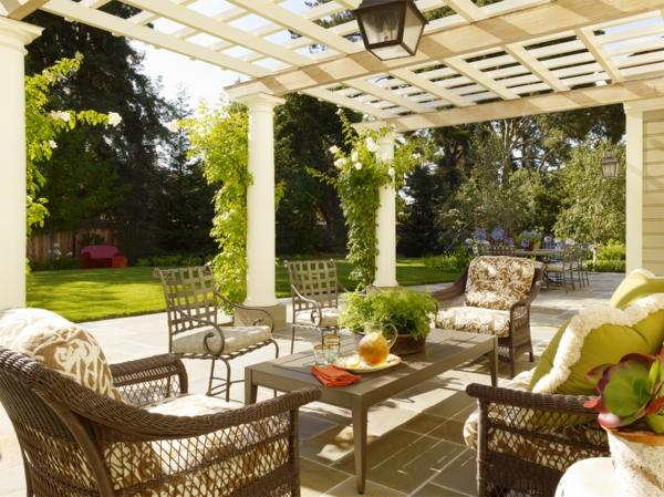 Le salon de jardin en aluminium est une solution for Petit salon de jardin pour balcon