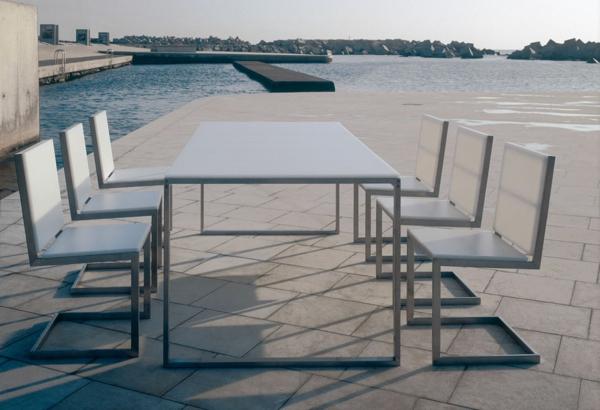 salon-de-jardin-en-aluminium-plateau-de-table-en-verre-blanc