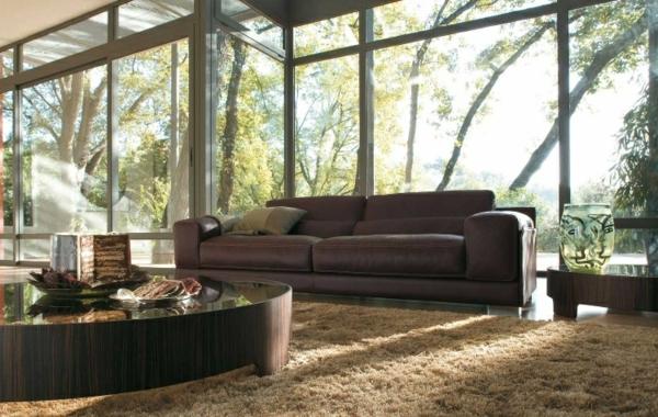 salon-roche-bobois-grand-sofa-en-cuir-et-une-grande-table-ronde
