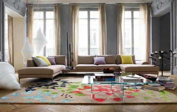 salon-roche-bobois-murs-gris-et-sofas-beiges