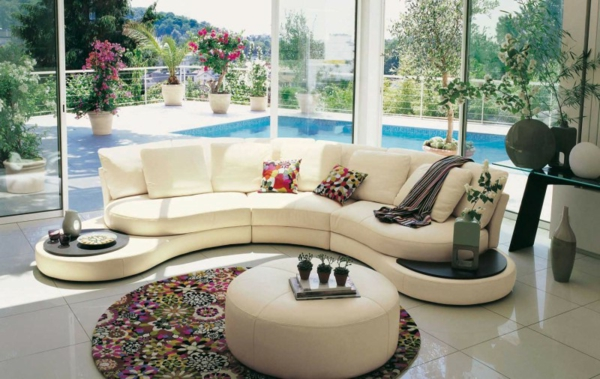 salon-roche-bobois-sofa-crème-ondulant