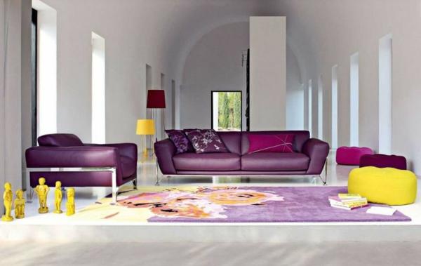 salon-roche-bobois-sofas-lilas-et-déco-en-jaune