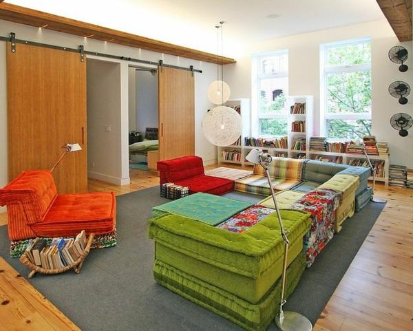 salon-roche-bobois-sofas-modulaires-colorés