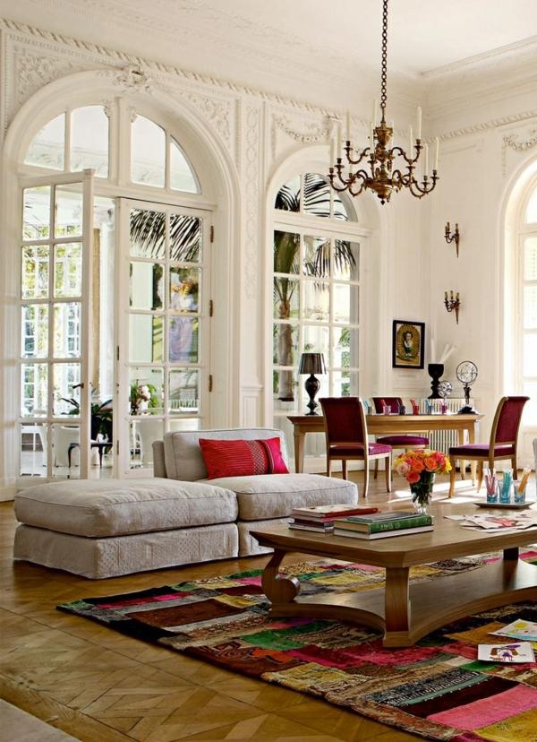 salon-roche-bobois-tapis-superbe-multicolore-des-portes-arquées-et-plafonnier-baroque