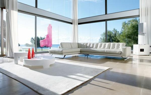 salon-roche-bobois-un-tapis-et-sofa-blanc