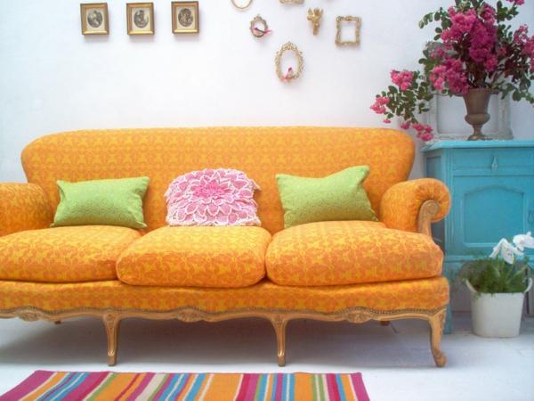 sofa-orange-décoration-pas-cher-budget-tapis-en-couleurs