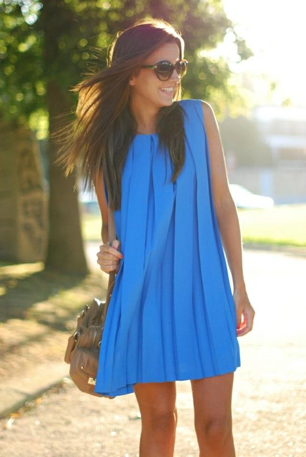 soleil-jolie-en-bleue-photo-image-de-robe-bleue-virginie-vaste