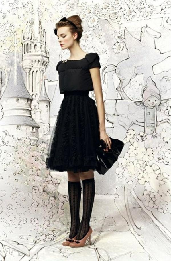 stylée-avec-cette-jolie-robe-en-noire