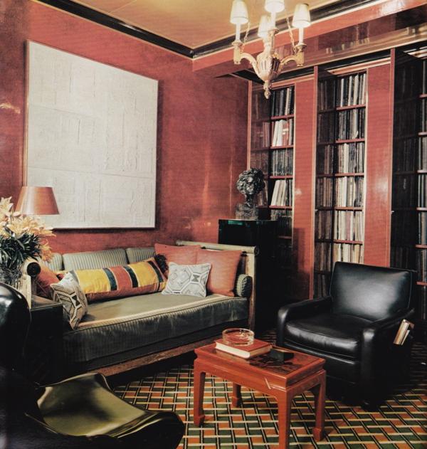 suspension-baroque-intérieur-contemporain-lustre-séjour-rouge-et-noir