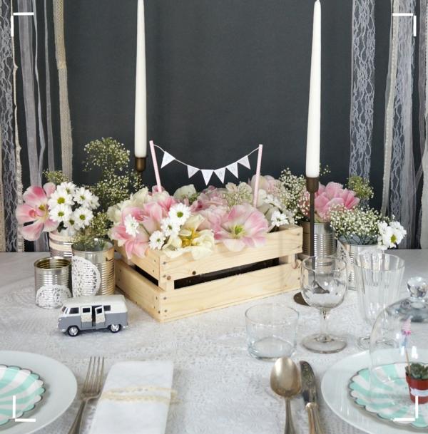 table-bien-aménagée-déco-salle-de-séjour-avec-fleurs