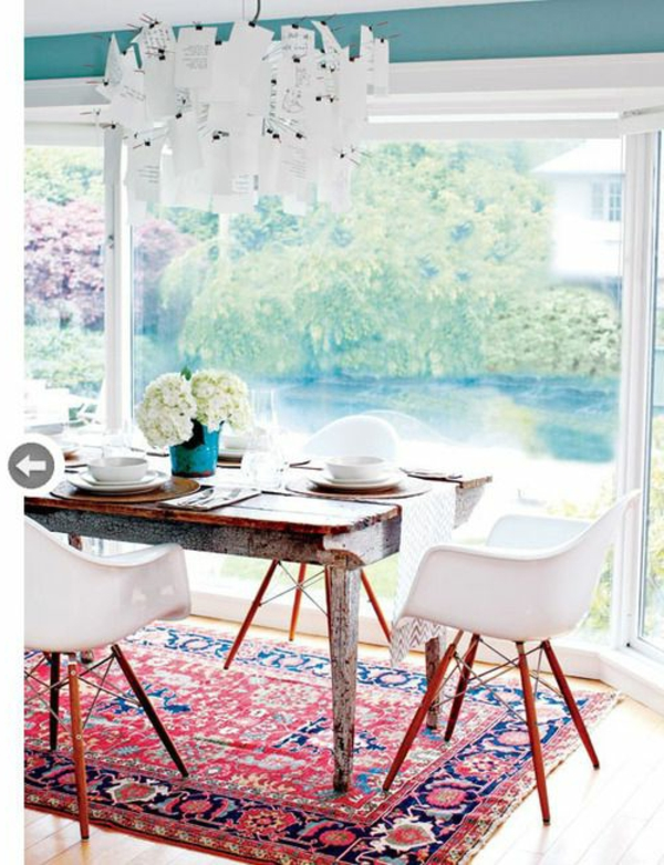 tapis-chambre-clair-lumineuse-table-chaises