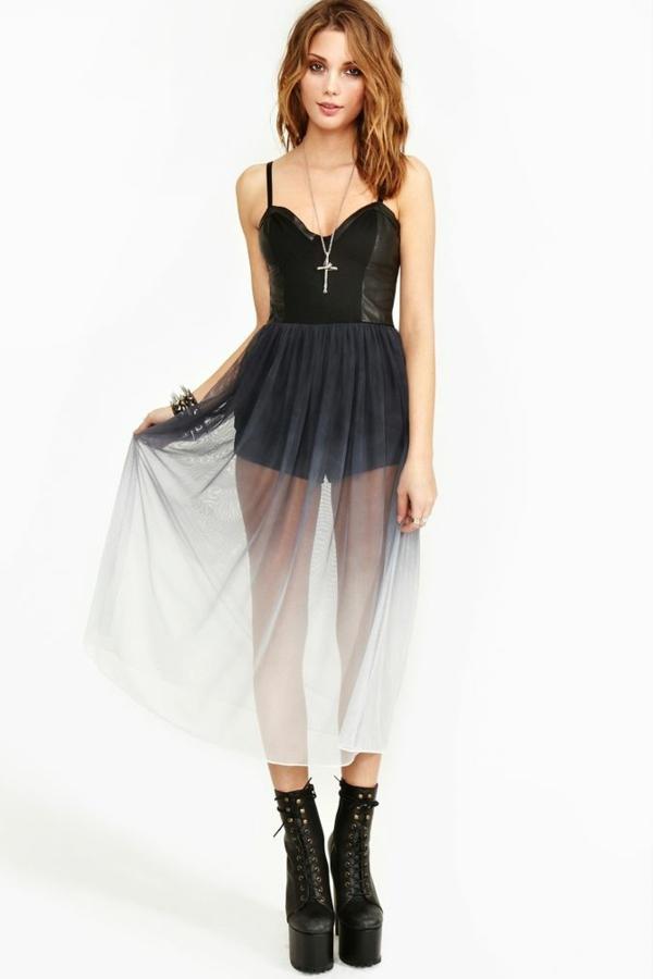 top robes blog comment porter une robe bustier noire. Black Bedroom Furniture Sets. Home Design Ideas