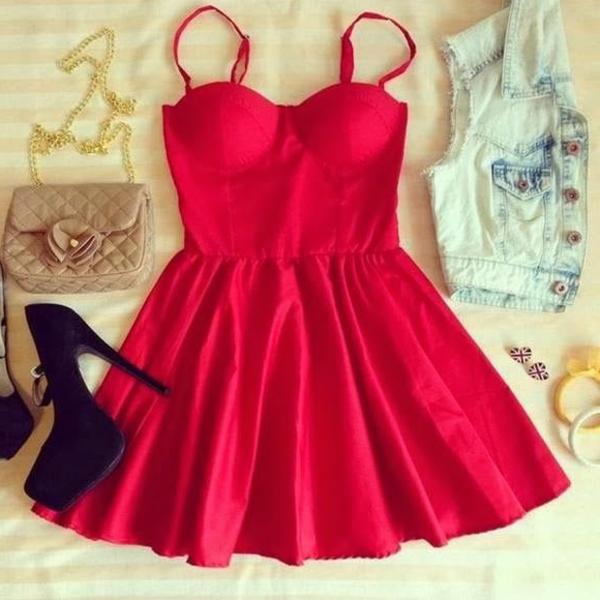 tenue-de-jour-comment-porter-une-robe-bustier-rouge-accessoires