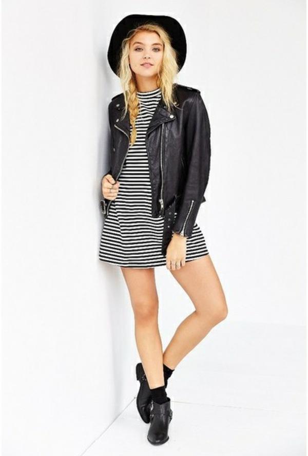 tenue-de-jour-en-blanc-et-noir-robe-stripes-vaste-en-cuir