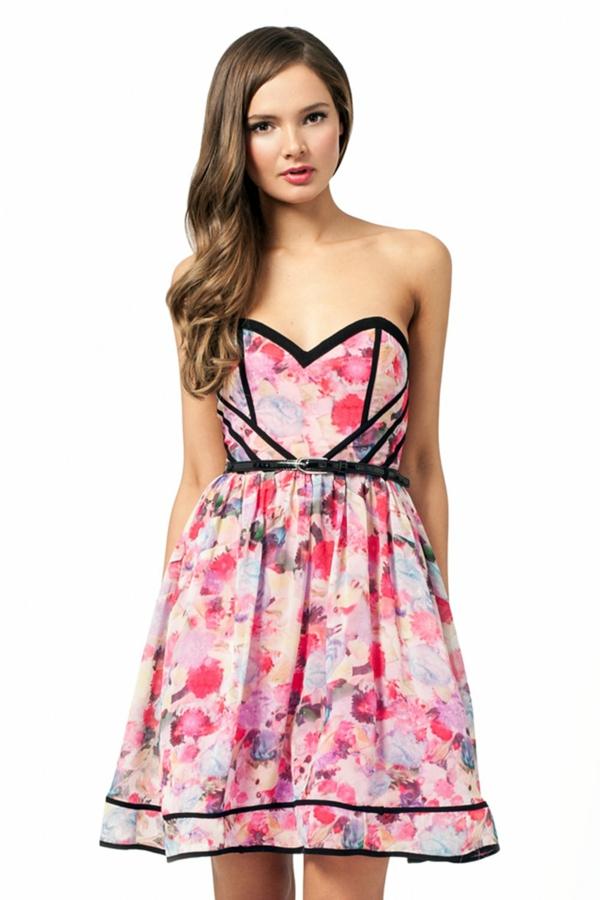 robe-bustier-tenue-du-jour-jolie-robe-quotidienne-motifs-floraux